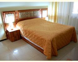 Кровать двуспальная (без тумб)